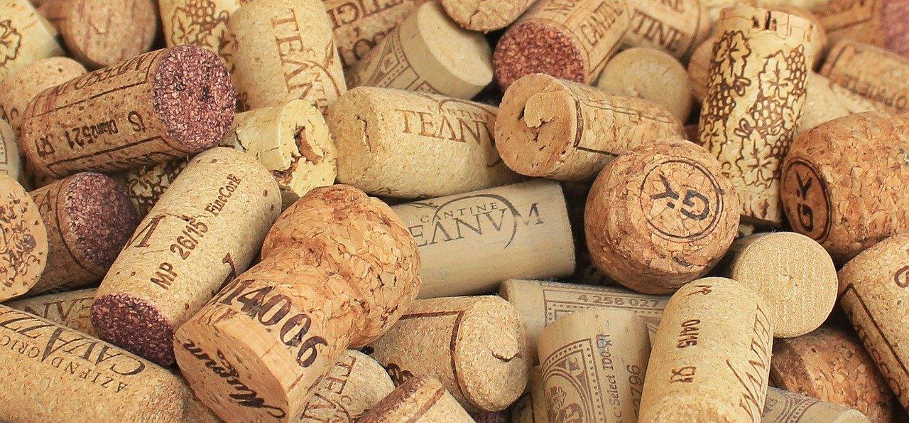 champagne cork, wine corks, background-1350404.jpg